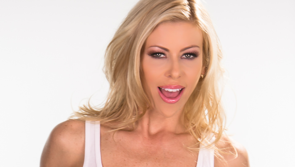 Sexy MILF Richelle Ryan seduces hot blonde chick Alexis Monroe for lesbian sex № 386960 бесплатно