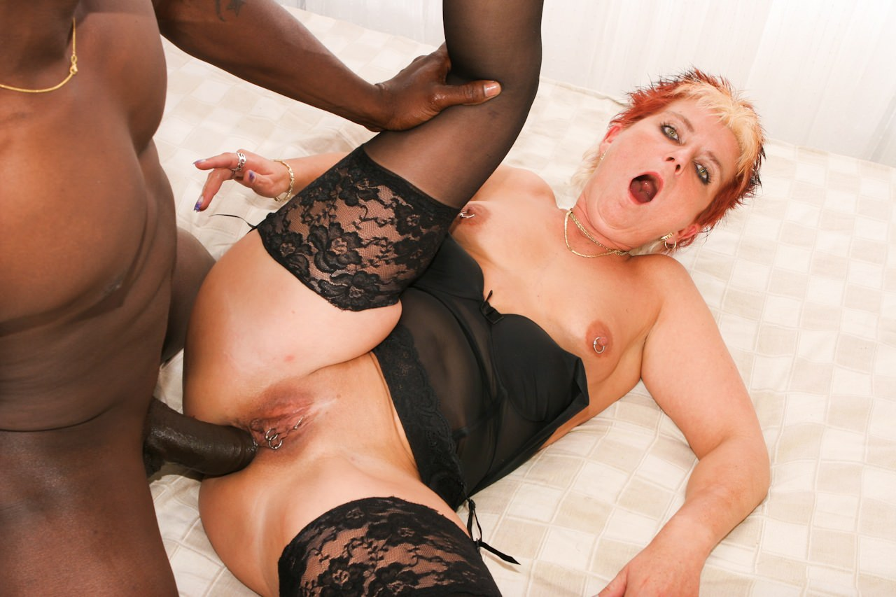 Grey hair granny fucks black dick — photo 5