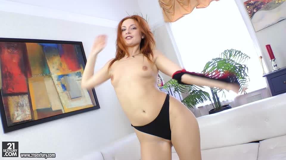Рыжая красотка Eva Berger  хочет анального секса