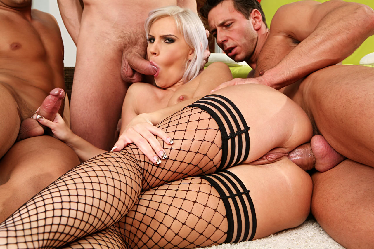 Gonzo threesome to blow your mind
