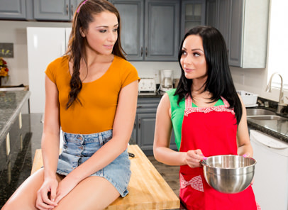 Lesbian Pussy Eating Lesson