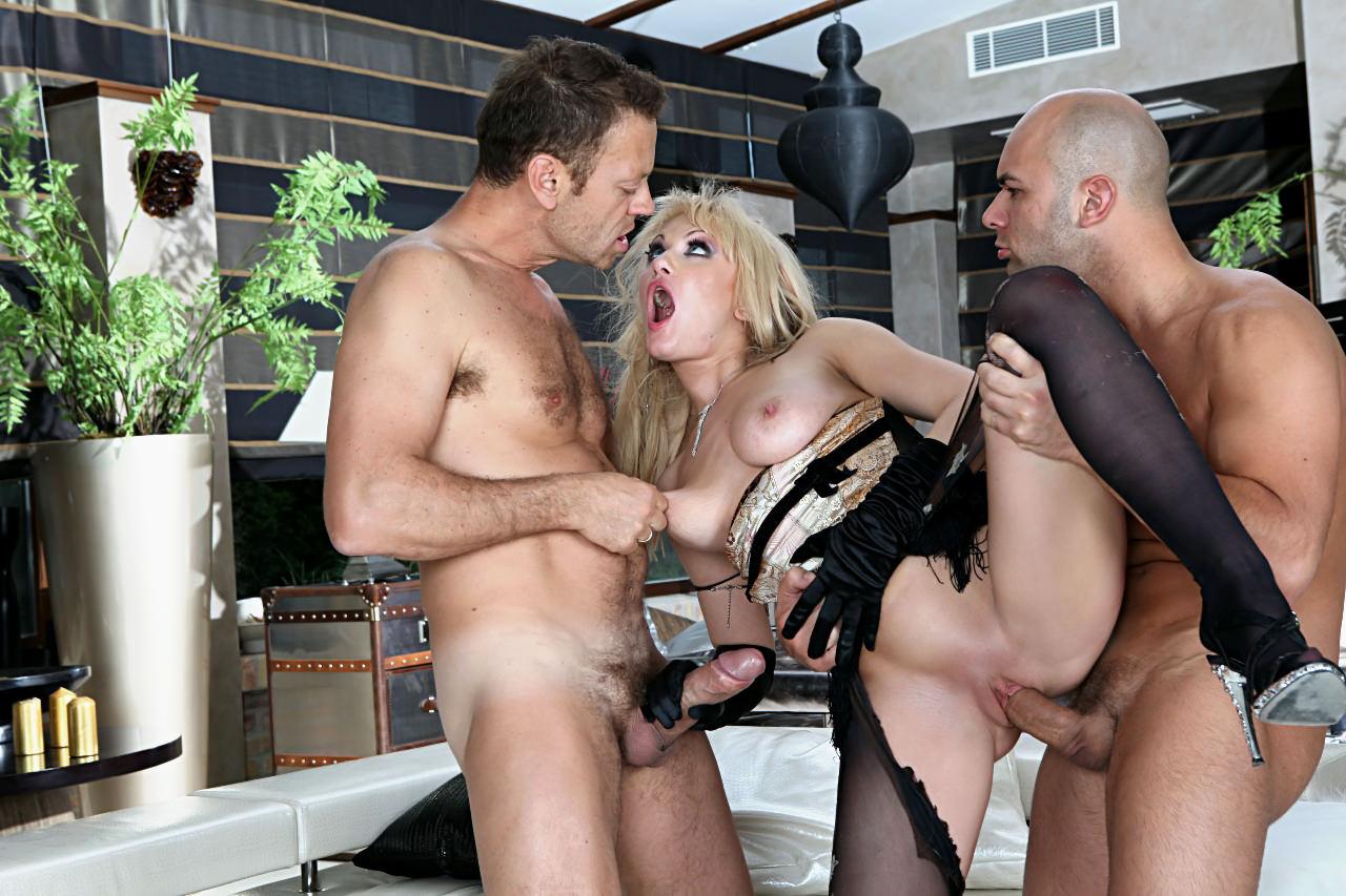 Порно рокко с друзьями ебут аниту блонд